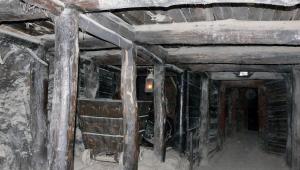 China: Mineiros soterrados há oito dias mandam bilhete para socorristas