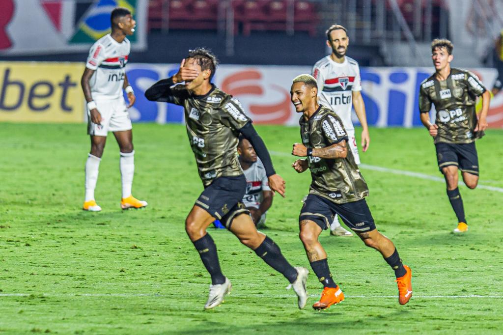No Morumbi, Coritiba e São Paulo empatam em 1 a 1 – Jovem Pan