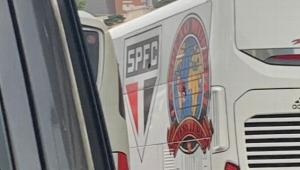Ônibus do São Paulo é apedrejado antes do jogo; 14 pessoas são presas