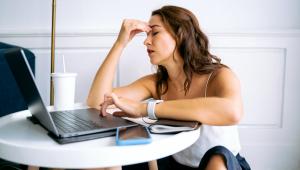 Síndrome de burnout pode levar o trabalhador à depressão e ao abuso de drogas; saiba como preveni-la