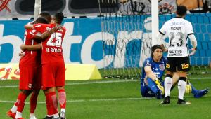 Corinthians perde para o Bragantino por 2 a 0 e se complica na luta pela Libertadores