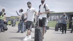 Santos recebe apoio da torcida antes de embarcar para o Rio de Janeiro