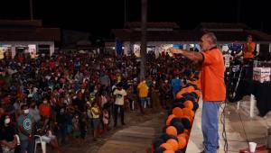 Enquanto Manaus agoniza, senador Telmário Mota promove festa em Roraima com mais de 2 mil pessoas