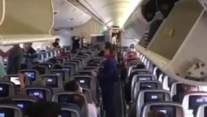 Passageiros aplaudem voo que transportava vacina contra Covid-19 no Brasil; assista