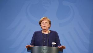Merkel anuncia que União Europeia terá 'passaporte de vacinação' que permitirá viagens no verão