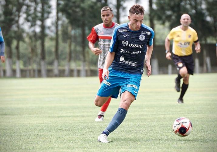 Juninho Manella participa de treino do São Bento