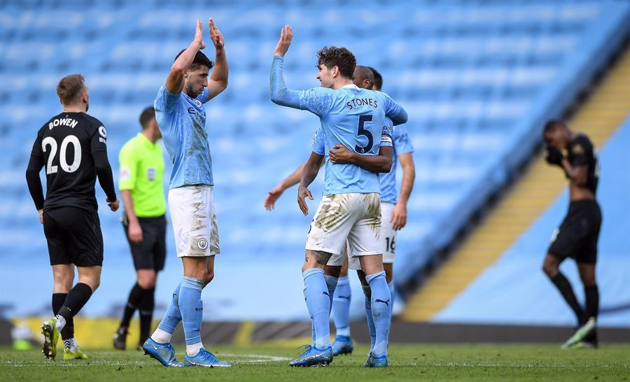 Com o resultado, os 'Citizens' chegaram à 14ª vitória consecutiva na competição, sequência iniciada no dia 19 de dezembro do ano passado, com o triunfo de 1 a 0 sobre o Southampton