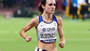 corredora Saraha Mcdonald durante prova de atletismo