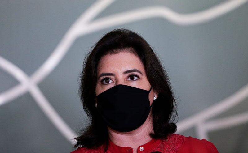 Senadora de máscara