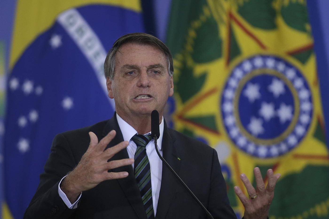 Bolsonaro tem feito duras críticas às medidas adotadas para conter a pandemia