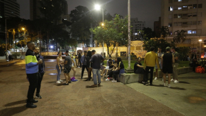 Pelo menos 10 estabelecimentos são autuados em SP na primeira noite de toque de recolher