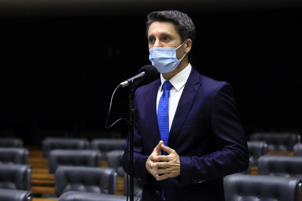 Deputado Alex Manente durante fala na Câmara