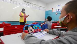 Prefeitura de SP contrata cinco mil mães de alunos para trabalhar em escolas municipais