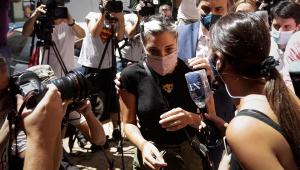 Filhas de Maradona prestam depoimento ao Ministério Público sobre morte do pai