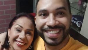 Jacira Santana abraçada com Gilberto