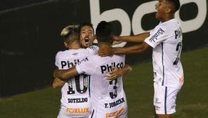 Na despedida de Cuca, Santos empata com Fluminense
