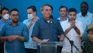 Bolsonaro critica prefeitos e governadores por novas restrições: 'Povo quer trabalhar'