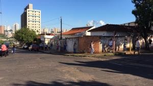 Moradores de Araraquara (SP) relatam falta de comida, preços altos e miséria após início do lockdown