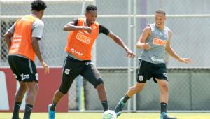 Corinthians confirma desfalque de Fagner contra o Inter; confira escalação