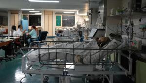 Profissionais da saúde cuidam de paciente internado com a Covid-19