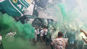 Torcida do Palmeiras se aglomera para apoiar o time antes de final da Copa do Brasil