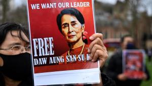 Protesto contra o golpe militar de Myanmar em Londres