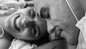 Marcella Fogaça após o parto de gêmeas com seu esposo Joaquim