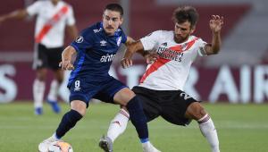 Gabriel Neves em partida entre Nacional x River Plate