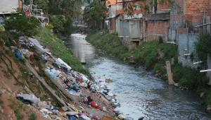 Córrego a céu aberto na Brasilândia evidencia falta de saneamento