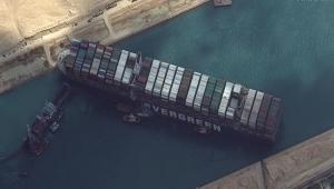Navio encalhado no Canal de Suez causa congestionamento de embarcações e afeta preço de produtos