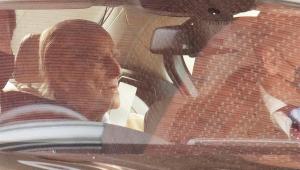 Príncipe Phillip deixa hospital após passar um mês internado