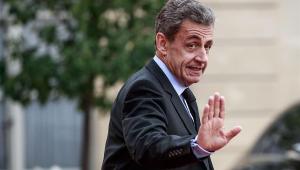 Ex-presidente Nicolas Sarkozy é condenado a três anos de prisão na França