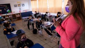 Professores do Chile pedem suspensão de aulas após aumento de contágios da Covid-19