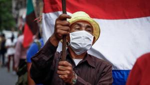 manifestante em protestos no paraguai