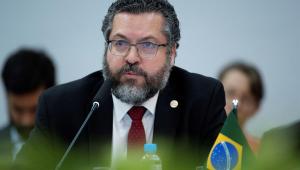 Em Israel, Ernesto Araújo é repreendido por não usar máscara em encontro com chanceler; assista