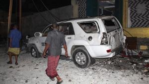 Atentado com carro-bomba deixa pelo menos 20 mortos na Somália