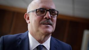 O ministro da Educação, Milton Ribeiro, de terno e gravata