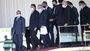 O presidente da República, Jair Bolsonaro (sem partido), chega para fazer um pronunciamento no Palácio da Alvorada, em Brasília