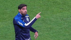 Abel se assusta com Covid-19 no país, teme surto no Palmeiras e chama Dérbi de 'rachão'