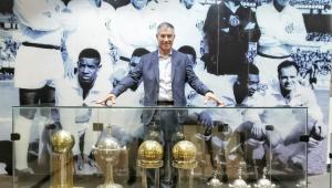 Ariel Holan faz promessas em apresentação no Santos e confirma conversa com Sampaoli
