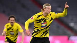 erling haaland comemora gol contra o Bayern de Munique no Campeonato Alemão