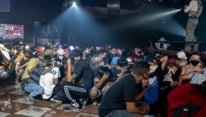 Quase 600 jovens foram flagrados em festa clandestina no Capão Redondo, em São Paulo