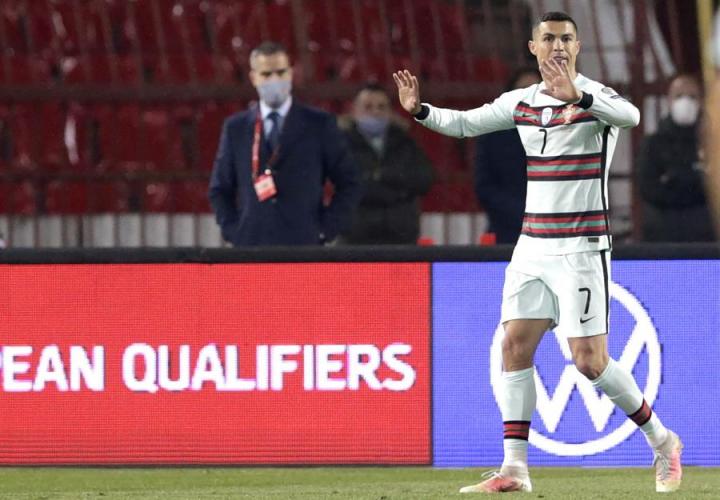 Cristiano Ronaldo durante a partida entre Sérvia e Portugal