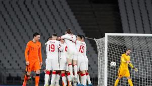Jogadores da Turquia comemoram em jogo diante da Holanda