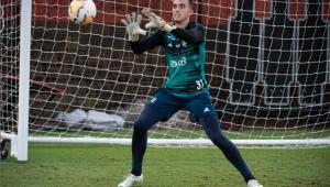 Goleiro César durante treinamento no Flamengo