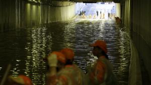 Túnel do Anhangabaú é fechado após alagamento