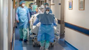 Profissionais da saúde relatam experiência com piora da pandemia: 'Voltando ao caos'