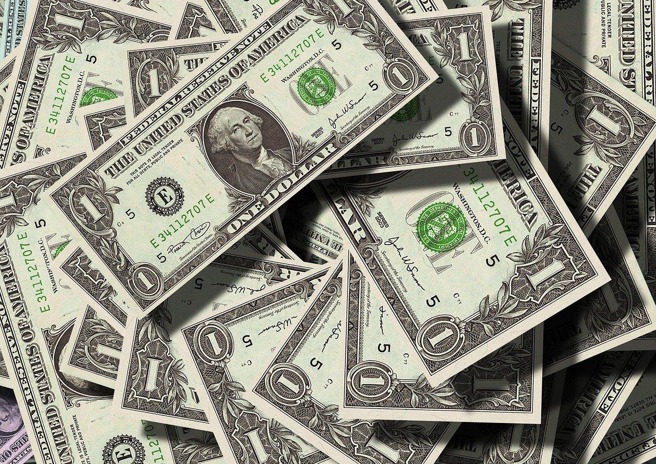 Dólar volta a cair com resultados positivos da atividade econômica brasileira no primeiro trimestre