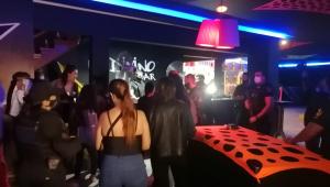 Alexandre Frota interrompendo festa em Interlagos
