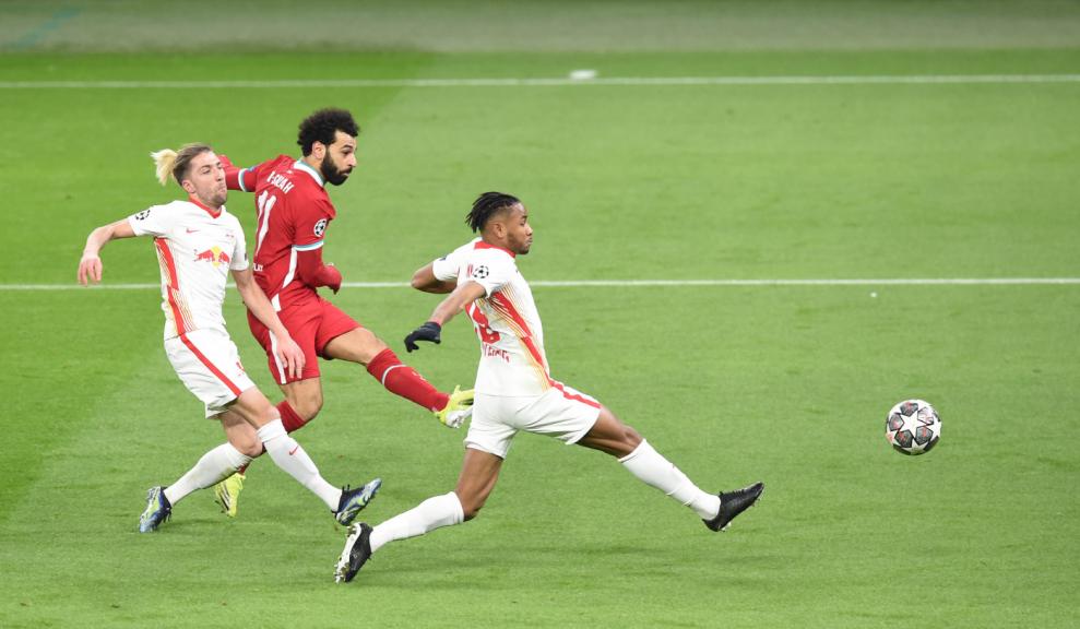 Salah marca no jogo entre Liverpool e RB Leipzig, na Liga dos Campeões